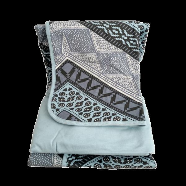 Jogo de lençol solteiro em azul claro e estampa geométrica